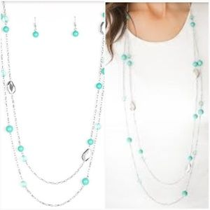 HITTING A GLOW POINT GREEN NECKLACE/EARRING SET